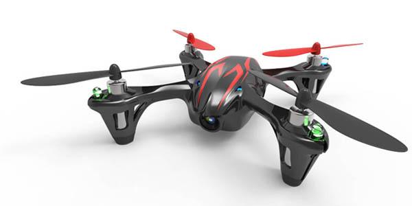 Бюджетная модель hubsan X4 H107C весит 51 г, летает до 100 м и способна пробить в воздухе 7 мин.